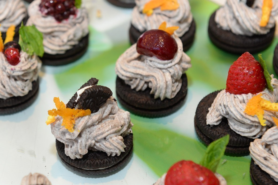 Individual cheesecakes with cocoa biscuits Neo