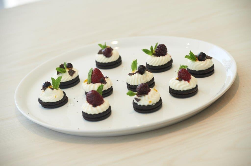 Mini cheesecakes with Neo cocoa biscuits
