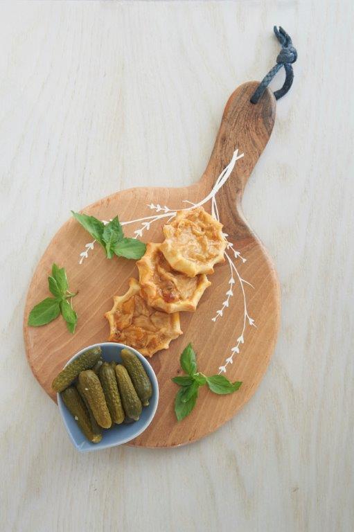 Κοτοπιτάκια φούρνου με γέμιση τυρί και φιστίκι Αιγίνης