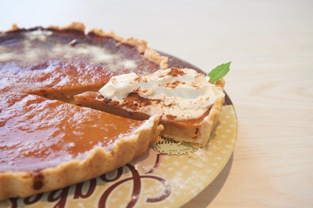 Τραγανή πίτα κόκκινης κολοκύθας με σπιτική κρούστα από ρούμι