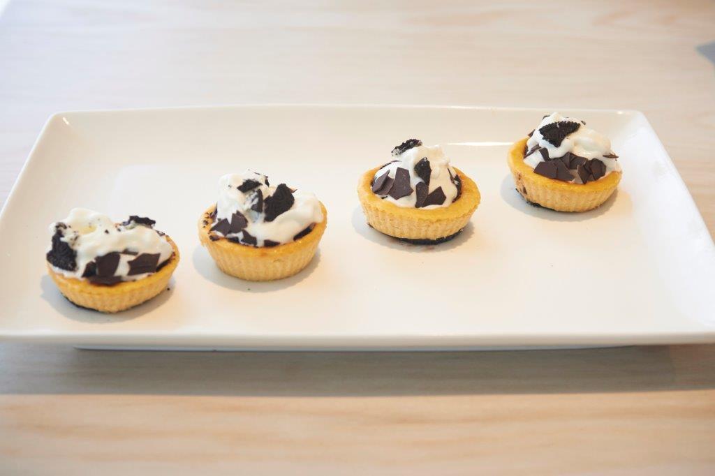 Ατομικά cheesecakes με ψητή κολοκύθα και σοκολατένια μπισκότα NEO