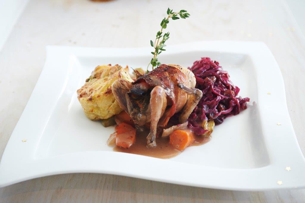 Συνοδευτικό κόκκινο λάχανο με μαυροκέρασο και πατάτες με μπρόκολο ογκρατέν