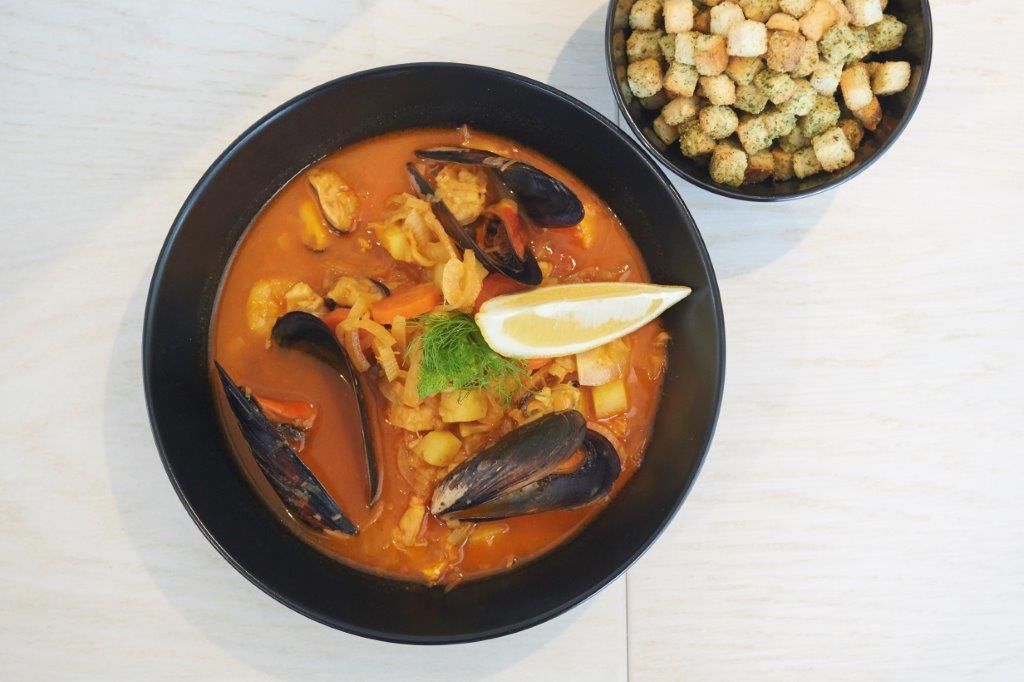 Αρωματική σούπα θαλασσινών με σαφράν