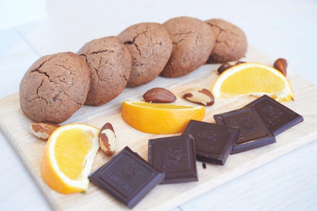 Σοκολατένια μπισκότα με Βραζιλιάνικο φιστίκι, πορτοκάλι και μπράντι