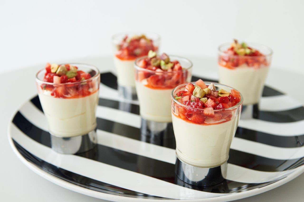 Μους λευκής σοκολάτας με φράουλα και marshmallows  (χωρίς αυγό)