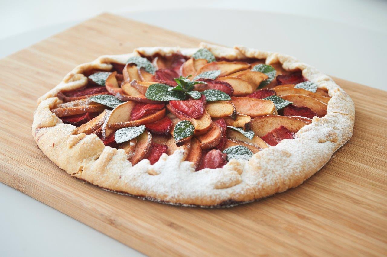 Φρουτόπιτα με μήλα, φράουλες και χειροποίητη ζύμη από μαστίχα
