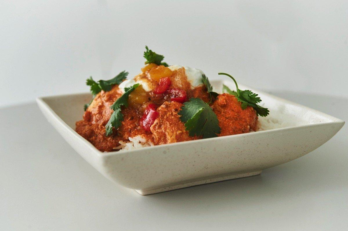 Ινδικό κάρυ Τίκα Μασάλα με συνοδευτικό αρωματικό ρύζι