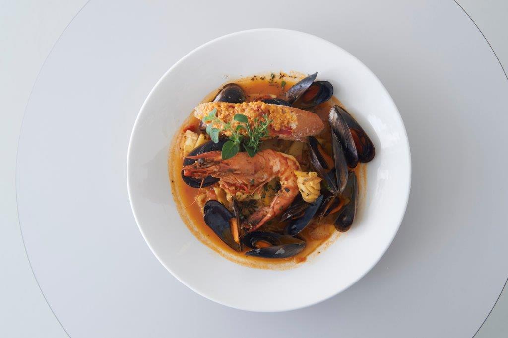 Στιφάδο θαλασσινών «Bouillabaisse» συνοδευμένο με αρωματικό άλειμμα «Rouille» σε κρουτόν
