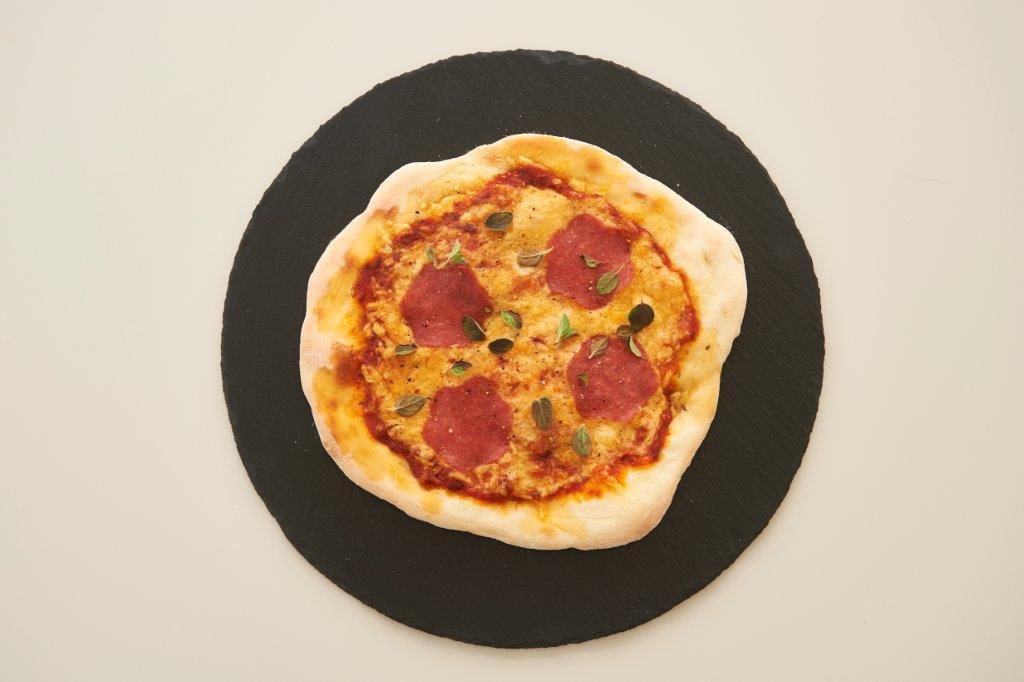 Πίτσα πεπερόνι.