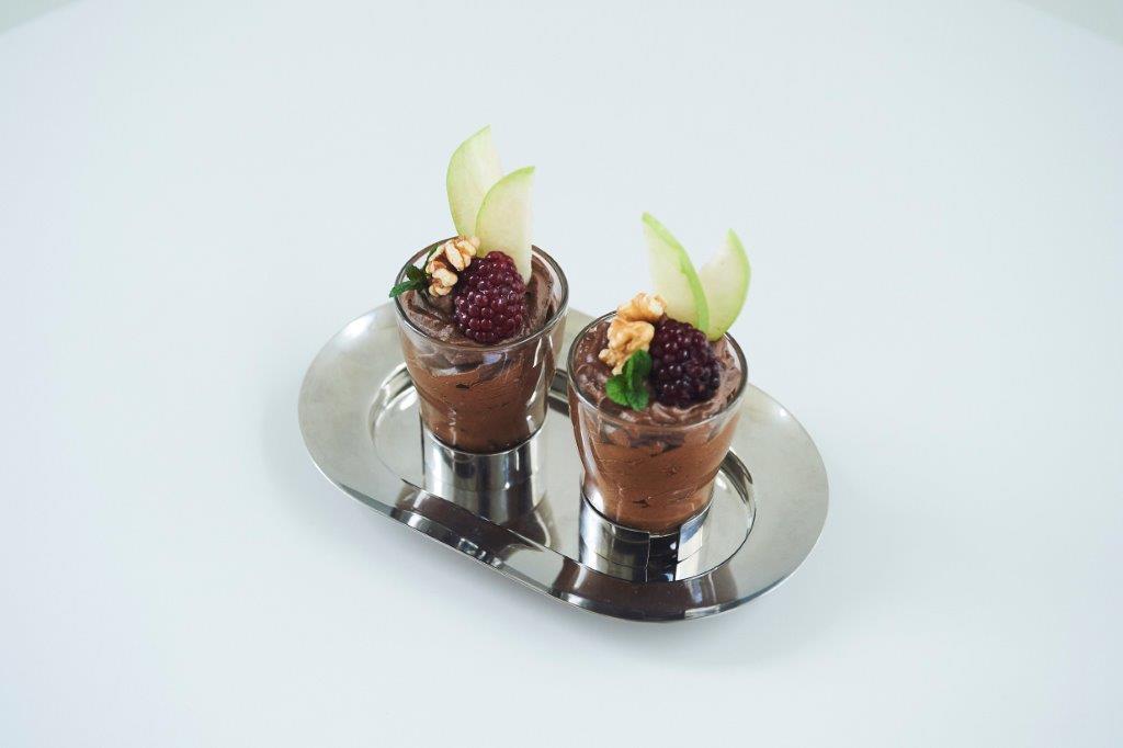 Μους μαύρης σοκολάτας με αβοκάντο, βιολογικό γάλα σόγιας μπανάνα και μέλι