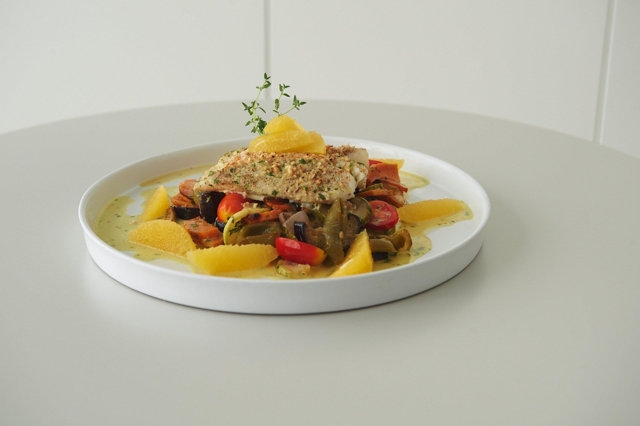 Μπακαλιάρος με κρούστα ξηρών καρπών και σάλτσα εσπεριδοειδών