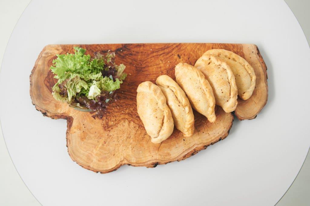 Κιμαδοπιτάκια με μανιτάρι, χαλεπιανό και τυρί cheddar